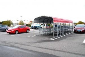 スーパーの駐車場