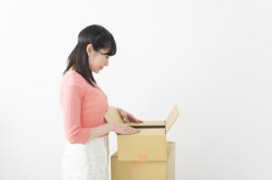 自宅で商品の梱包する在宅ワーク